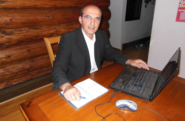 reza-working-on-computer